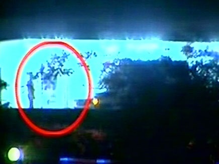 """צפו: מובארק מועבר לביה""""ח הצבאי (צילום: חדשות 2)"""