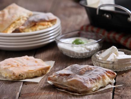 פילו במילוי גבינות פיקנטיות (צילום: בני גם זו לטובה, אוכל טוב)