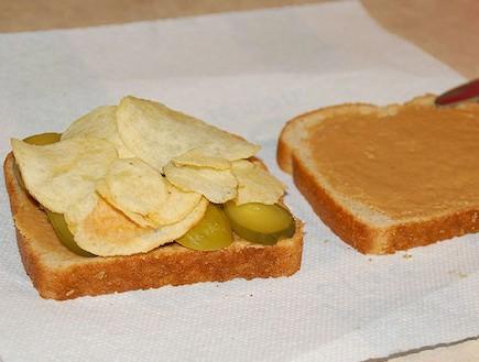 כריך עם תפוצ'יפס (צילום: ויקיפדיה)