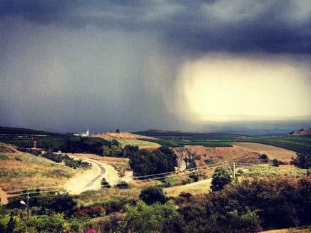 הסערה, כפי שתיעד ניסן זאבי ממטולה (צילום: ניסן זאבי, גולש חדשות 2 באינטרנט)