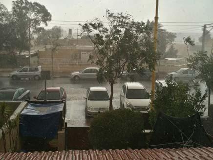 גשם בירוחם. צילם אבי טביב (צילום: אבי טביב, גולש חדשות 2 באינטנרט)