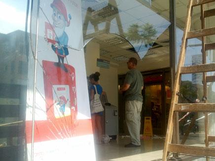 """סניף בנק הפועלים, הבוקר בת""""א (צילום: יוסי זילברמן, חדשות 2)"""