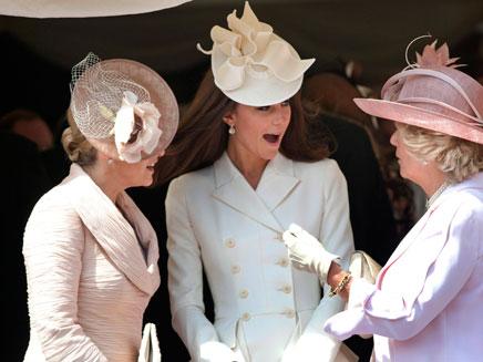 קייט מידלטון עושה חשבון (צילום: AP)