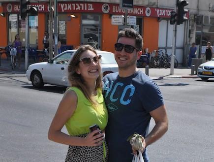 דניאל טרקאי והחבר החדש (צילום: צ'ינו פפראצי)
