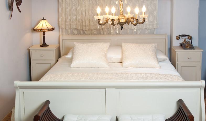 חותם, חדר שינה לבן