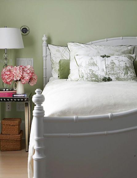 מסגרת מיטה צבועה