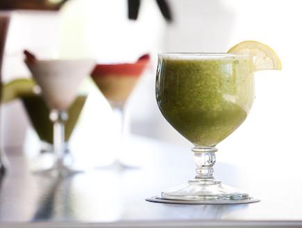 לימונדה ירוקה של שירלי בר (צילום: דנה מאירזון, Raw Food, הוצאת פוקוס)
