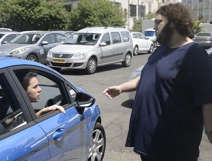 רון חולדאי מכיר בבעיית החניה