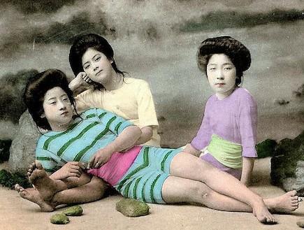 נערות בגדי הים של יפן