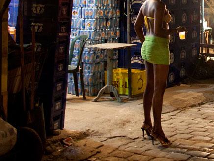 חשד: שידלה נשים לעסוק בזנות. אילוסטרציה (צילום: רויטרס)