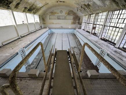 כפר אולימיפ נטוש בריכת השחייה