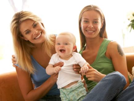 זוג לסביות עם ילד (צילום: אימג'בנק / Thinkstock)