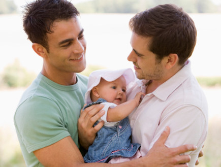 זוג הומואים עם ילד