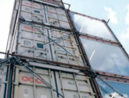 משמרים את האופי התעשייתי .מגדל שנבנה ממכולות ישנות (צילום: יעל עופר, גלובס)