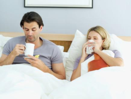 זוג חולה במיטה (צילום: אימג'בנק / Thinkstock)