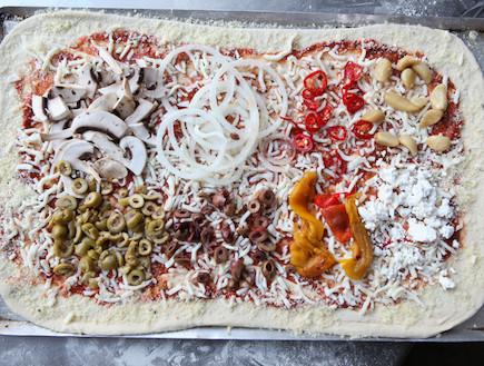 מדריך להכנת פיצה: בדרך לתנור (צילום: בני גם זו לטובה, אוכל טוב)