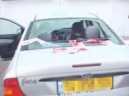 הרכב שנפגע בתקרית הירי ביד מרדכי (צילום: חדשות 2)