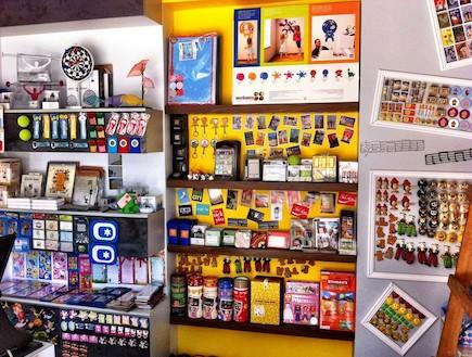 מגנטים של חנות ממגנטת (צילום: רון גרנות)
