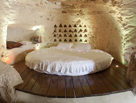 חדר שינה קולומבריום (צילום: mako)
