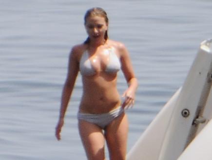 סקרלט ג'והנסן בביקיני (צילום: Splash News, Splash news)