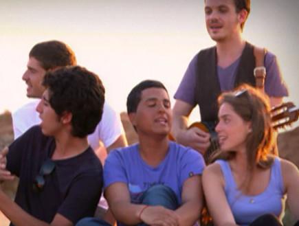 נבחרת העשור מבצעת את שיר האודישנים (תמונת AVI: mako)