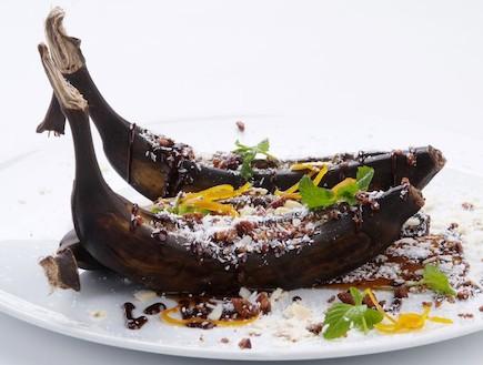 בננה אפויה בתנור (צילום: איליה מלניקוב, אוכל טוב)
