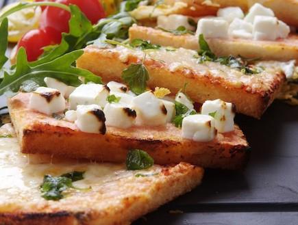 פיצה מלחם פרוס (צילום: איליה מלניקוב, אוכל טוב)