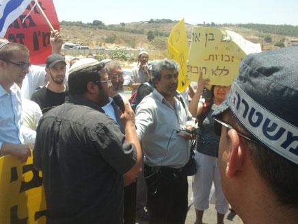 פעילי ימין מפגינים היום בנצרת (צילום: חדשות 2)