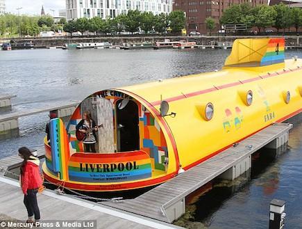מלון הצוללת הצהובה