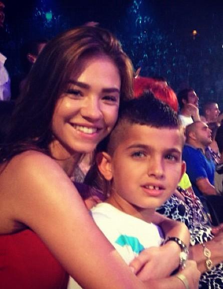 רוסלנה רודינה והילדים של אייל גולן (צילום: טוויטר)