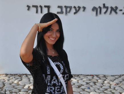 שרית אביטן מתגייסת (צילום: צ'ינו פפראצי)