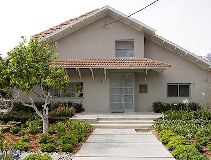 מבט לחזית הבית  (צילום: בנימין אדם)