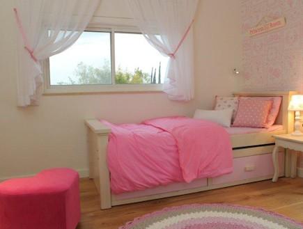 וילון שקוף, חדר ילדות (צילום: איתמר שיקלר)