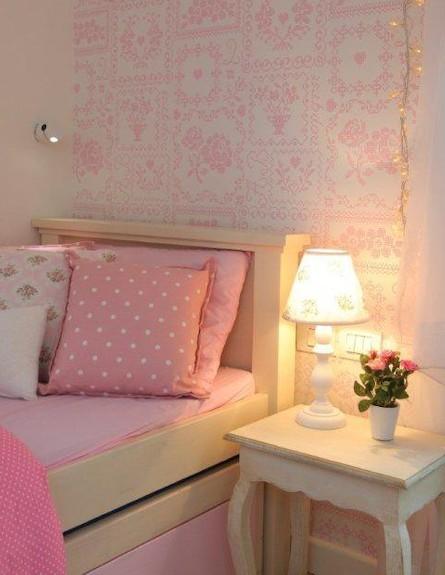 מיטה בחדר ילדות (צילום: איתמר שיקלר)