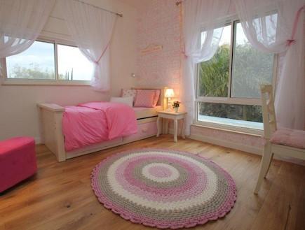 שטיח סרוג, חדר ילדות (צילום: איתמר שיקלר)