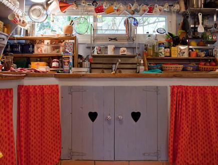 """מטבח אדום (צילום: הדר דופלט, ל""""הביתה"""")"""