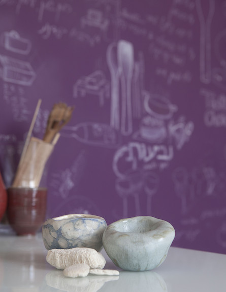 """קיר סגול במטבח, הביתה (צילום: הגר דופלט לבלוג """"הביתה"""")"""