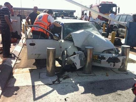 """זירת התאונה, אתמול (צילום: יוסי עמר - סוכנות הידיעות """"חדשות 24"""")"""