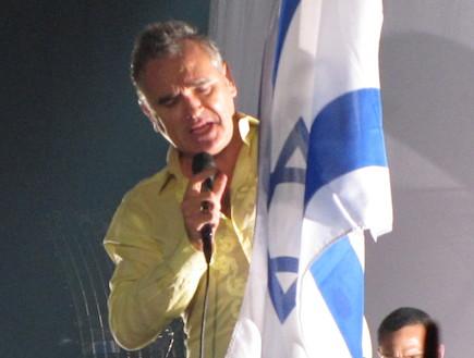 מוריסי ודגל ישראל (צילום: אלעד זעירי)