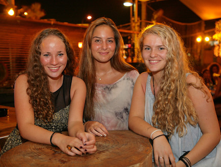 תיירות בתל אביב - רייצ'ל, רבקה ופאולה מאוסלו (צילום: זיו אנגלברג)
