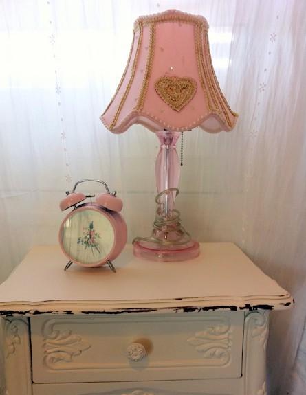 מנורה מעוצבת (צילום: שי אדם)