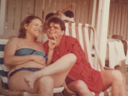מיכל דליות עם בעלה בחופשה (צילום: תומר ושחר צלמים)