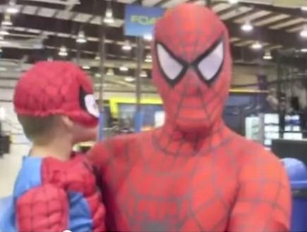 ספיידר דד ובנו אוליבר (תמונת AVI: You Tube, YouTube)
