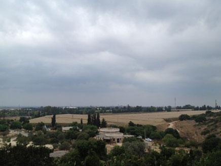 גשם בחיפה, הבוקר (צילום: אבי ברומברג)