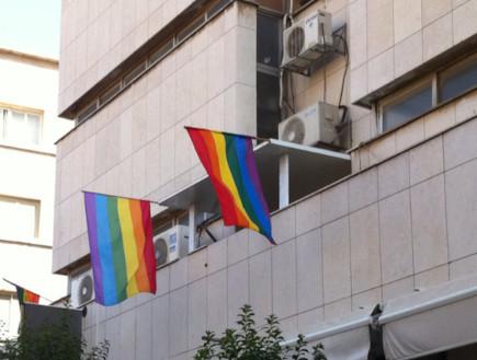 דגל גאווה בירושלים - בית פתוח (צילום: תומר ושחר צלמים)