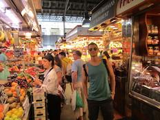 אסי עזר בשוק בוקריה ברצלונה