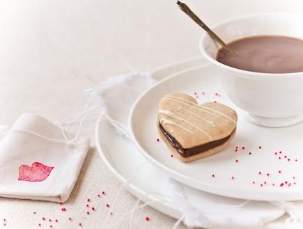 עוגיות פריכות במילוי שוקולד (צילום: ליטל ארזי, השף הלבן, תנובה)