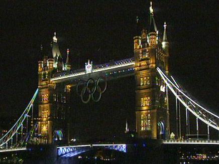גשר לונדון צבוע זהב (צילום: חדשות 2)