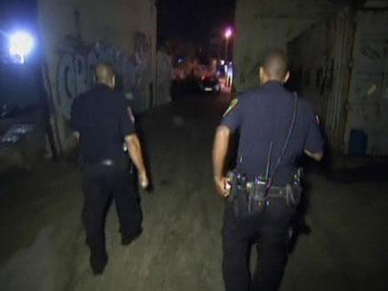 הלילה שלהם לא נגמר, השוטרים בפעולה