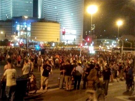 המפגינים בתל אביב (צילום: עזרי עמרם)